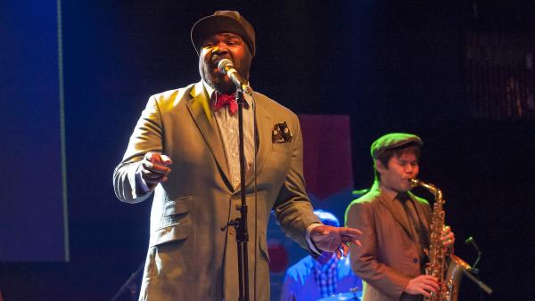 Gregory Porter (center) performs with saxophonist Yohsuke Satoh at the annual Strings of Autumn International Music Festival in Prague.