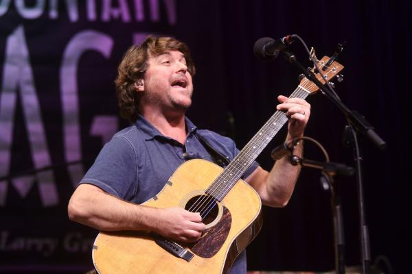 Keller Williams is known for his experimental acoustic sound.