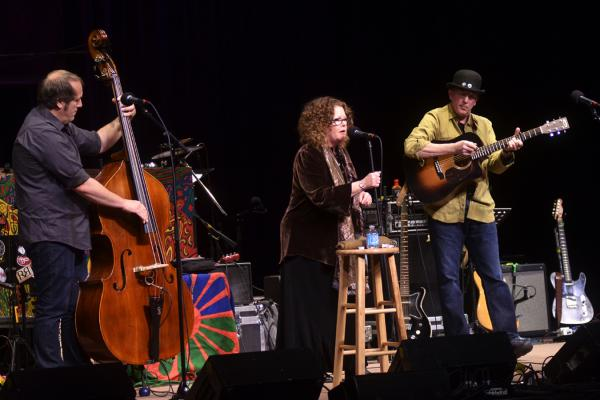 O'Brien can move effortlessly from folk to blues to R&B.