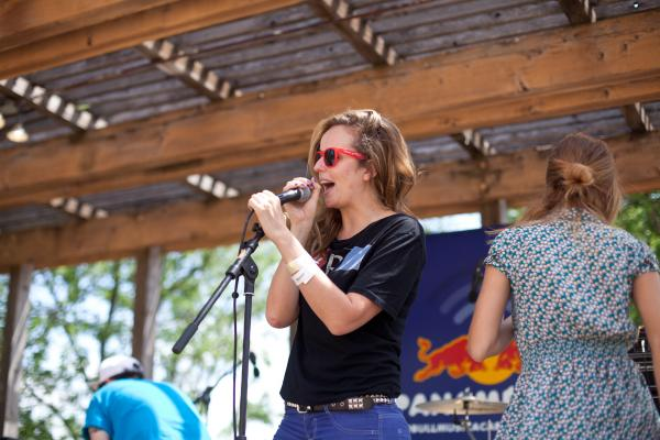 <p><em>Alt.Latino</em> co-host Jasmine Garsd welcomes the crowd and tells them where to get the best <em>paletas </em>(a Latin American ice pop) at the festival.</p><p></p>