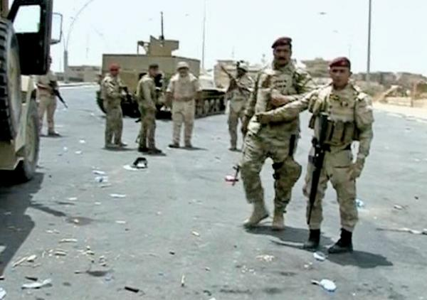Armed Iraqi soldiers take their positions during clashes with militants in the northern city of Mosul, Iraq.