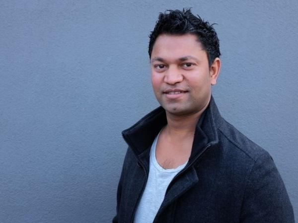 Saroo Brierley was born in Khandwa, Madhya Pradesh, India, and currently lives in Hobart, Tasmania.