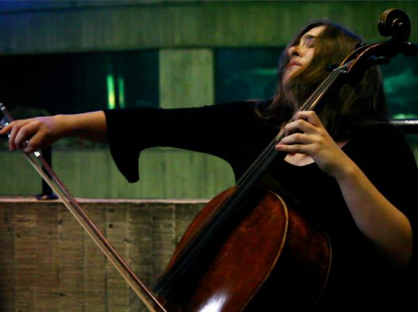 Alisa Weilerstein performs at the National Aquarium in Baltimore.