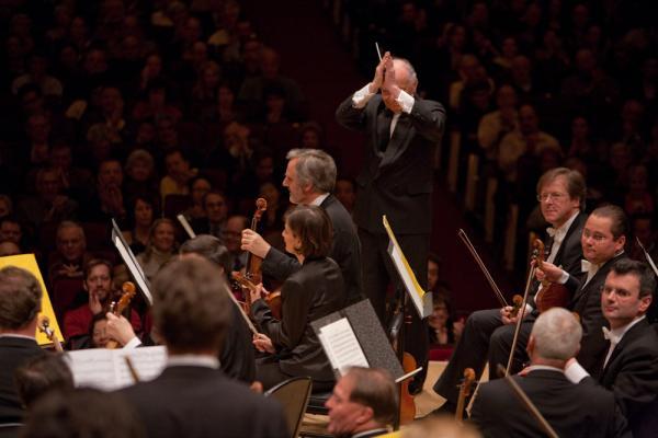 Maazel thanks the Vienna musicians.