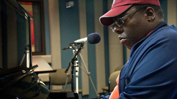 Cyrus Chestnut performs on Jazz24.