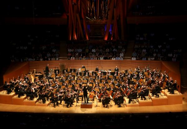 This was the opening program of the Los Angeles Philharmonic's ninth season at the spectacular Walt Disney Concert Hall, designed by Frank Gehry.