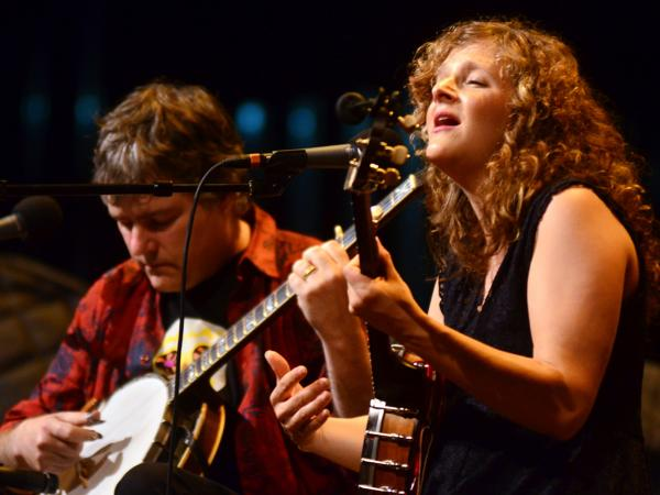 Bela Fleck and Abigail Washburn appear on <em>Mountain Stage</em>, recorded live on the campus of West Virginia Wesleyan College.
