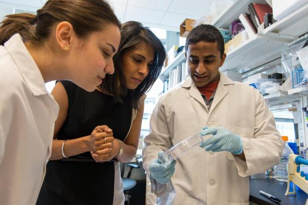 Dr. Sangeeta Bhatia with students in the lab at MIT. (MIT)