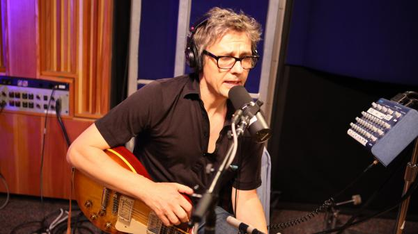 Dean Wareham live at KCRW's studio.