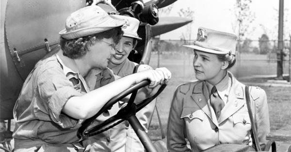 Col Oveta Culp Hobby (right) talks with Auxiliary Margaret Peterson and Capt. Elizabeth Gilbert in this 1943 photo at New York's Mitchel Field.