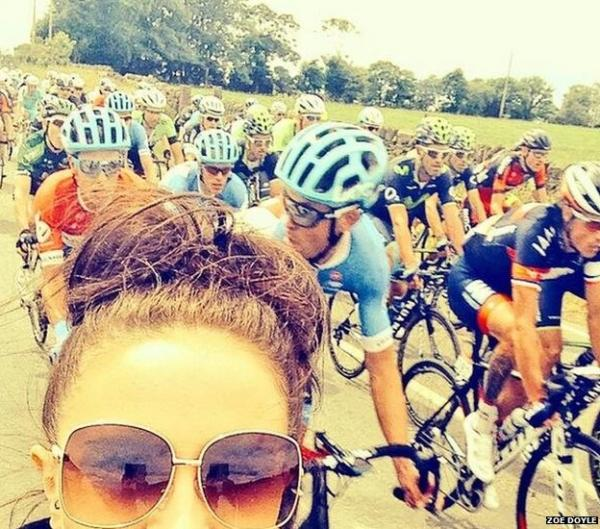 Zoe Doyle poses for a selfie at Tour de France. (@zoedoyle/Twitter)