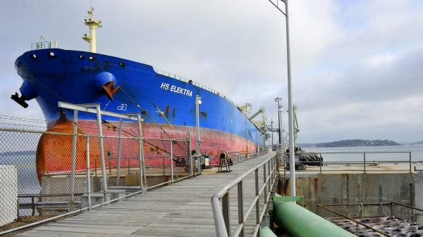 The oil tanker HS Electra unloads oil from the North Sea at the Portland Pipe Line facility in South Portland, Maine, in 2013.