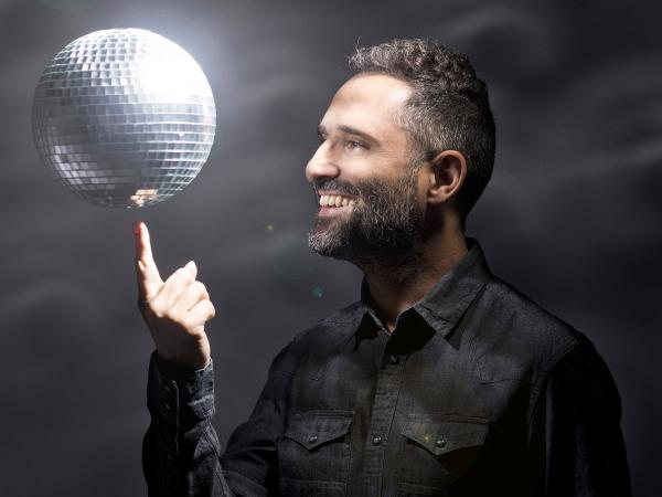 Jorge Drexler's new album, <em>Bailar en la Cueva</em>, ventures into new territory for him: dance rhythms.