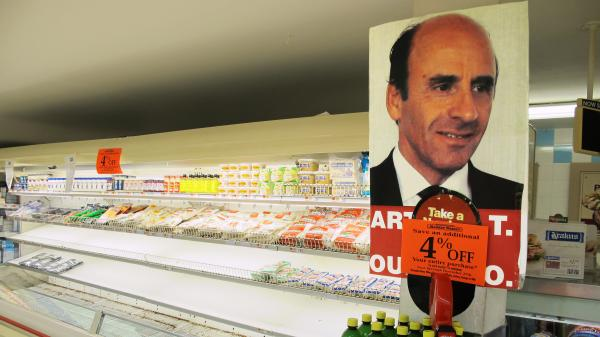 Rank-and-file Market Basket employees show support for ousted CEO Arthur T. Demoulas.