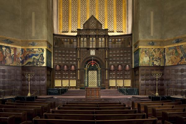 Just like most movie theaters — but unlike most sanctuaries — the Wilshire Boulevard Temple has no center aisle — after all, that's where the best seats are.