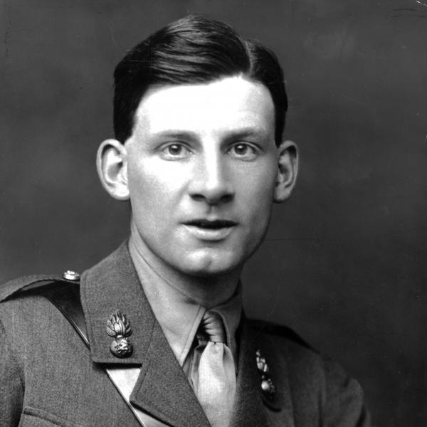 siegfried sassoon an english poet Siegfried sassoon (1886–1967)counter-attack and other poems 1918 11 base details.