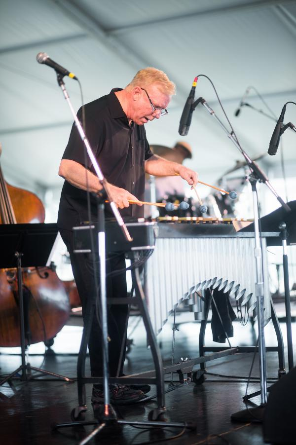 Vibraphonist Gary Burton led a performance by his New Quartet, the group responsible for his string of recent recordings.