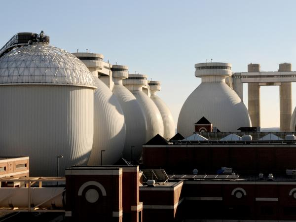 The Massachusetts Water Resources Agency will begin accepting food waste at its Deer Island anaerobic digester near Boston to produce biogas in 2014.