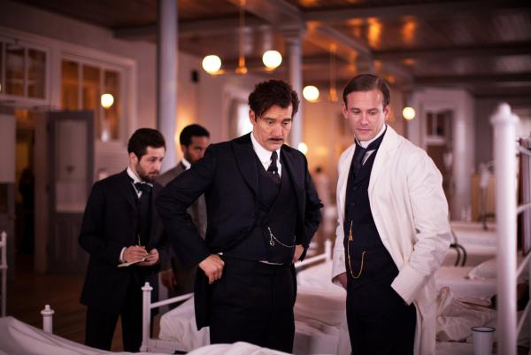 Clive Owen (center left) plays Dr. John Thackery, a medical maverick and pioneer at the turn of the 20th century. Eric Johnson (right) plays Dr. Everett Gallinger.