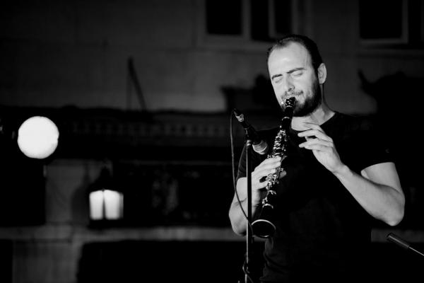 Kinan Azmeh performs in Damascus. (Rima Badawi)