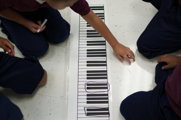 The kids are asked to circle groups of two black keys.