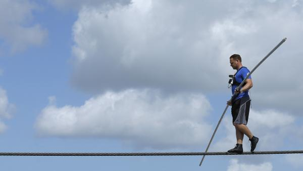 Nik Wallenda practices walking across a wire in Sarasota, Fla., last week.