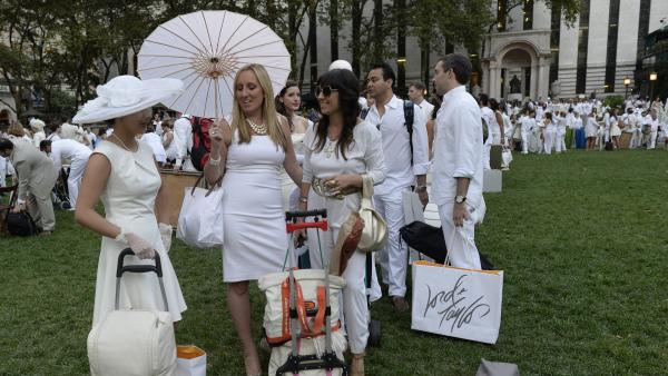 Guests arrive at Bryant Park last Wednesday, toting their dinner and dinnerware with them to the secret pop-up picnic.