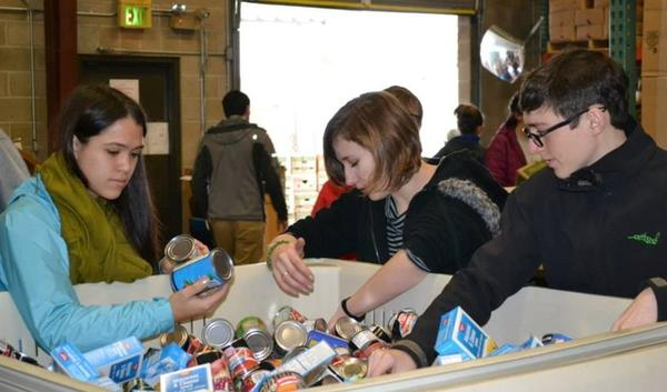 Southern Oregon University (Ashland)—The Green House program allows SOU students to fulfill all of their general education requirements through the lens of sustainability. Their labs include hands-on experience, like volunteering at a local food pantry.