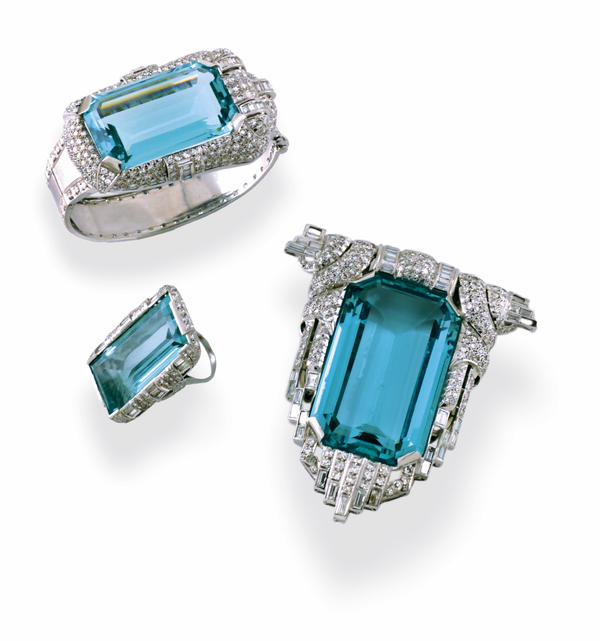 Mae West likely wore other jewelry alongside her aquamarine set.