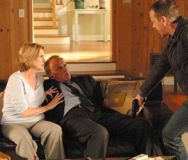 Kiefer Sutherland (right) with Peter Weller and JoBeth Williams on Fox's <em>24</em>.