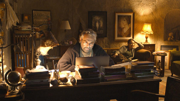 Aydin (Haluk Bilginer) consults his sister Necla (Demet Akbag) about the subject of his next newspaper column.