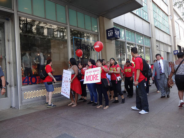 Workers rally for a higher minimum wage in 2013. (file photo)