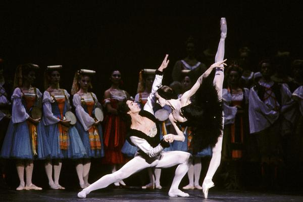 Sylvie Guillem and Jean-Yves Lormeau lead a 1985 production at Paris' Opera Garnier.
