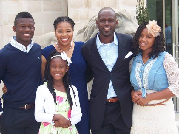 High school football star Nahshon Ellerbe with his family.