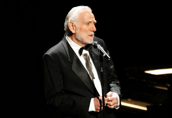 Rod McKuen performs  on November 12, 2005, in Los Angeles, California. (David Livingston/Getty Images)