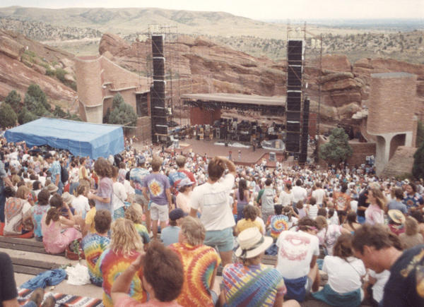 Fans attend a Grateful Dead concert at Red Rocks, Colorado, 1987. (Mark L. Knowles/Wikimedia Commons)
