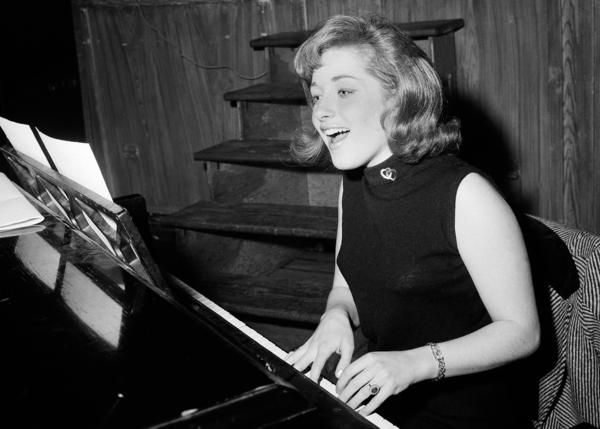 "Singer Lesley Gore rehearses at a piano, in New York in 1966. Gore topped the charts in 1963 with the epic song of teenage misery, ""It's My Party."""