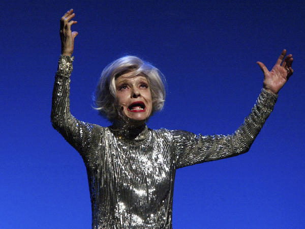 "Carol Channing performs ""Razzle Dazzle,"" bedazzled."