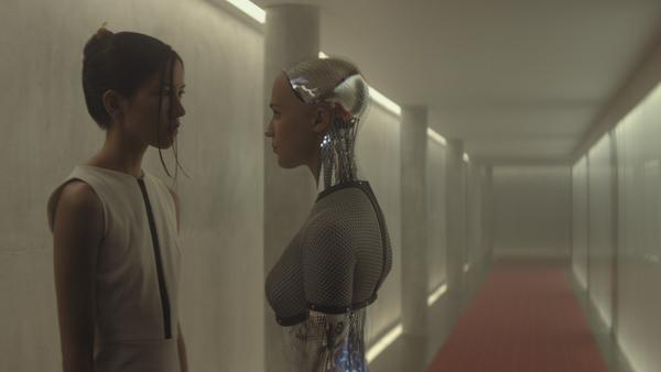 "<a href=""http://www.imdb.com/name/nm4420495/?ref_=tt_cl_t5""> </a>Sonoya Mizuno and Alicia Vikander in <em>Ex-Machina</em>."
