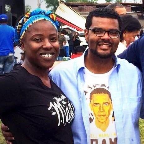 Tiffany Flowers and Alderman Antonio French in front of QuikTrip in Ferguson, Mo.