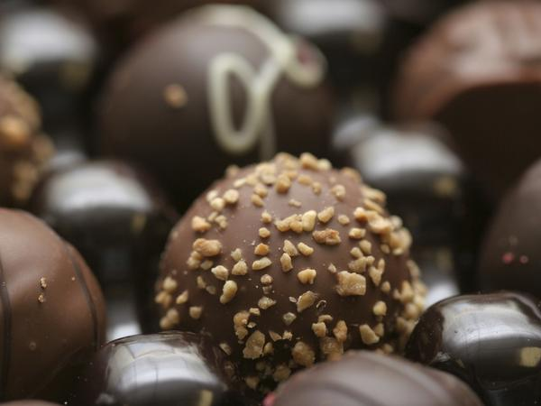 Why did a deliberately bad study showing the weight-loss benefits of chocolate get picked up by many news outlets? Science journalist John Bohannon — the man behind the study — says reporting on junk nutrition studies happens all the time.