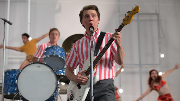 Paul Dano plays a young Brian Wilson in <em>Love and Mercy</em>.