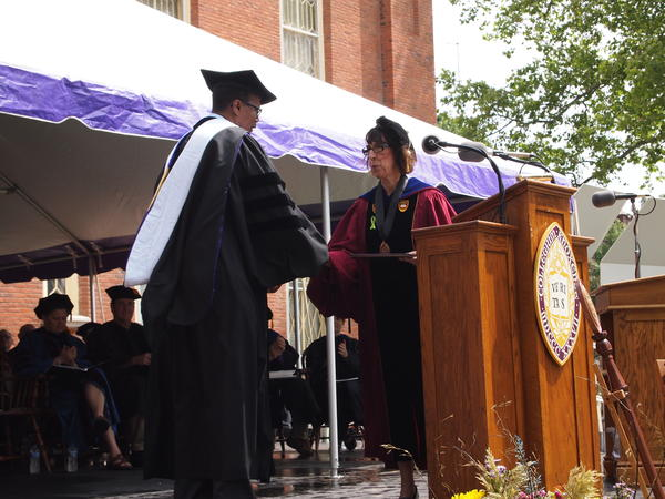 """60 Minutes"" correspondent Bill Whitaker receives an honorary degree from Knox College President Teresa Amott"