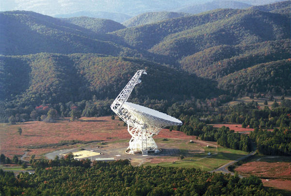 The Robert C. Byrd Green Bank Radio Telescope (GBT) is one of the telescopes that will be used to search for alien intelligence. (NRAO/AUI via Wikimedia Commons)
