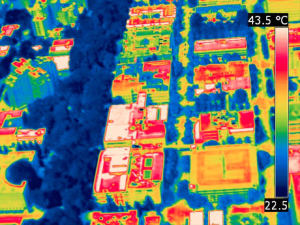 <p>Thermal photos taken from a helicopter show hot roofs and cool trees in downtown Portland's park blocks, around SW Broadway and Harrison.</p>