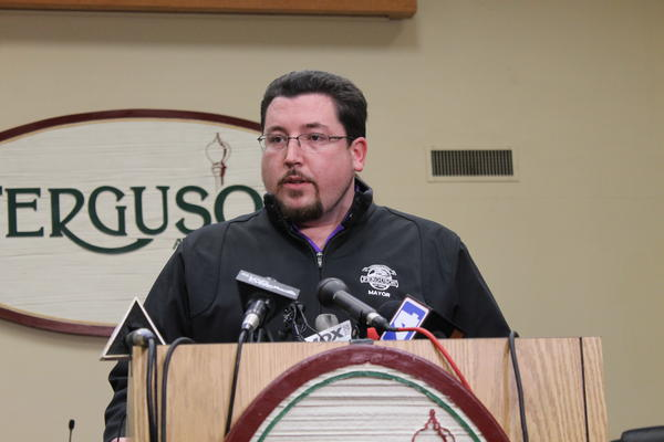 An effort to recall Ferguson Mayor James Knowles III fell short of the required signatures.