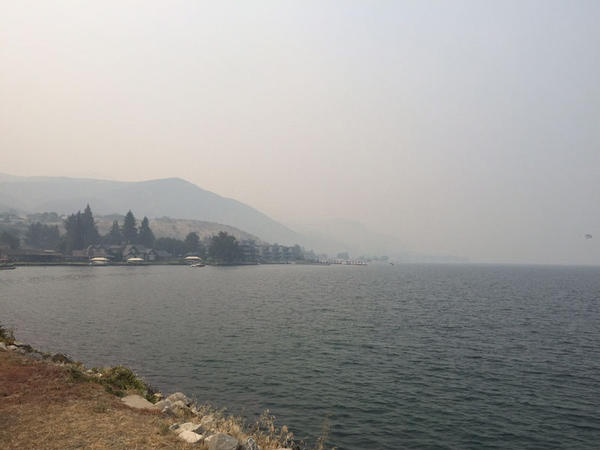 "Heavy smoke around Lake Chelan is causing ""very unhealthy"" air quality, but it's also helping firefighting efforts."