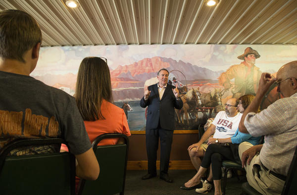 Former Arkansas Gov. Mike Huckabee talks with Iowans at the Pizza Ranch in Jefferson this month.