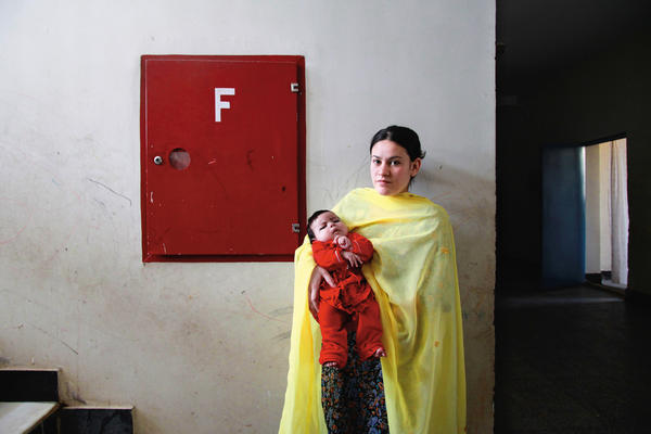 A woman with her child in the women's prison.