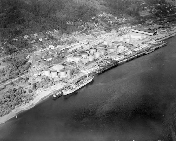 <p>Aerial view of Linnton tank farm on the Willamette River, Portland, Oregon, November 23, 1945.</p>